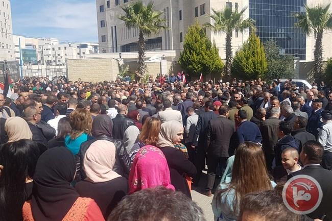 حشود فلسطينية فى استقبال رامى الحمدلله