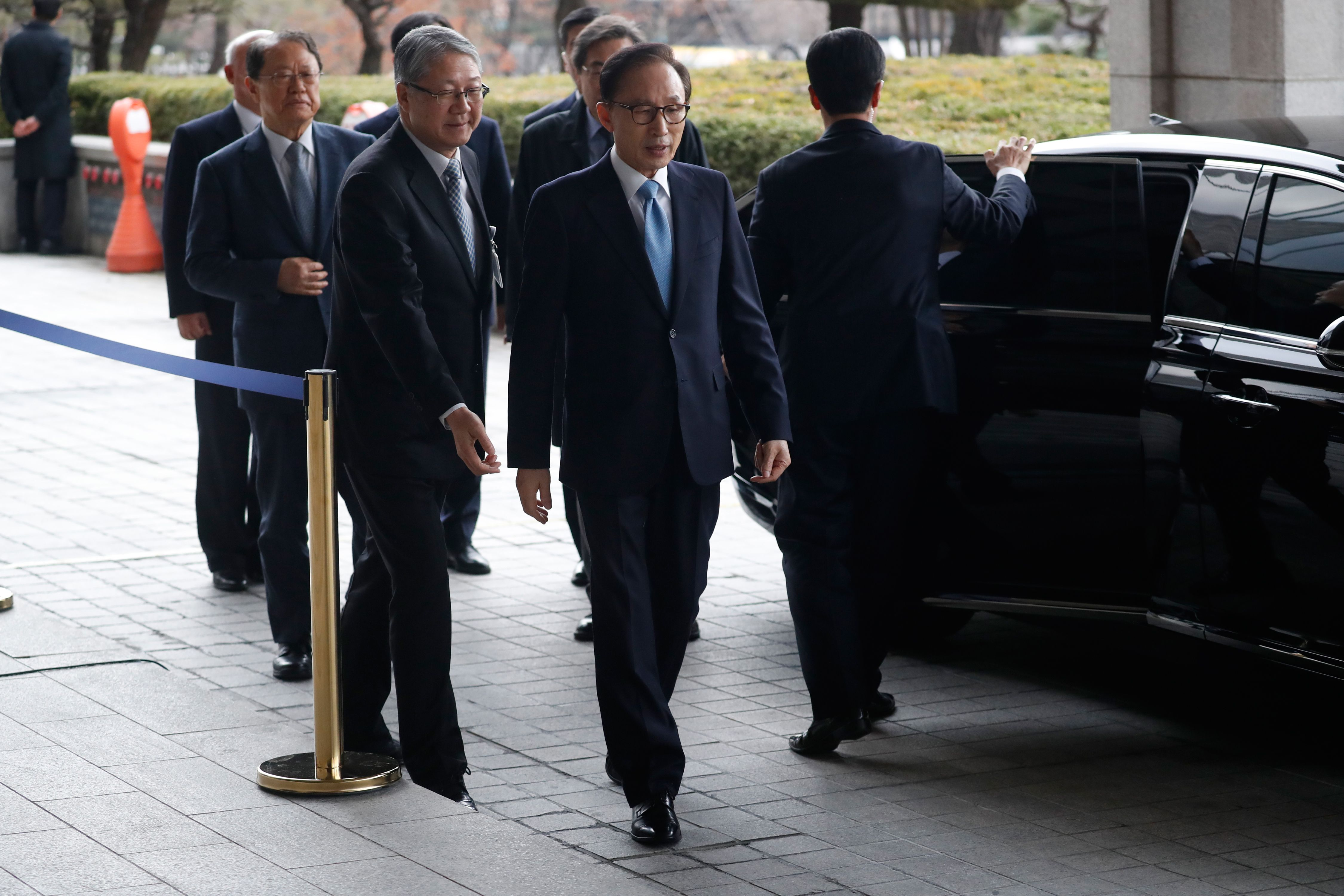 رئيس كوريا الجنوبية السابق يصل لمقر استجوابه