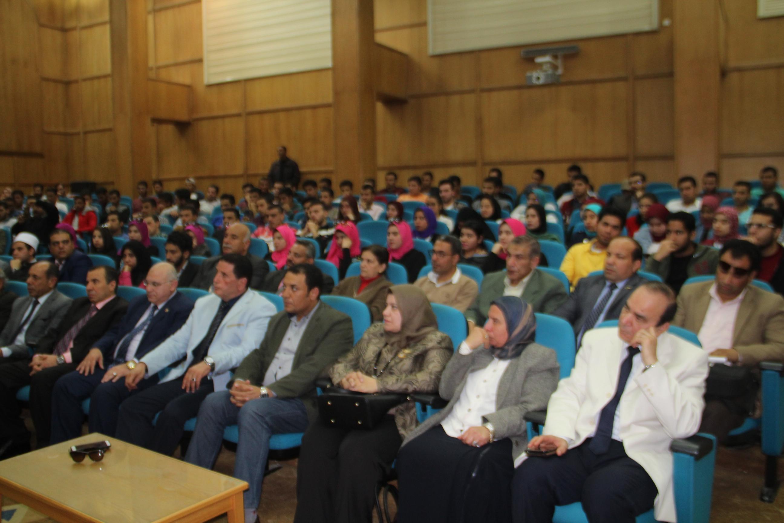 جانب من الحضور في الندوة