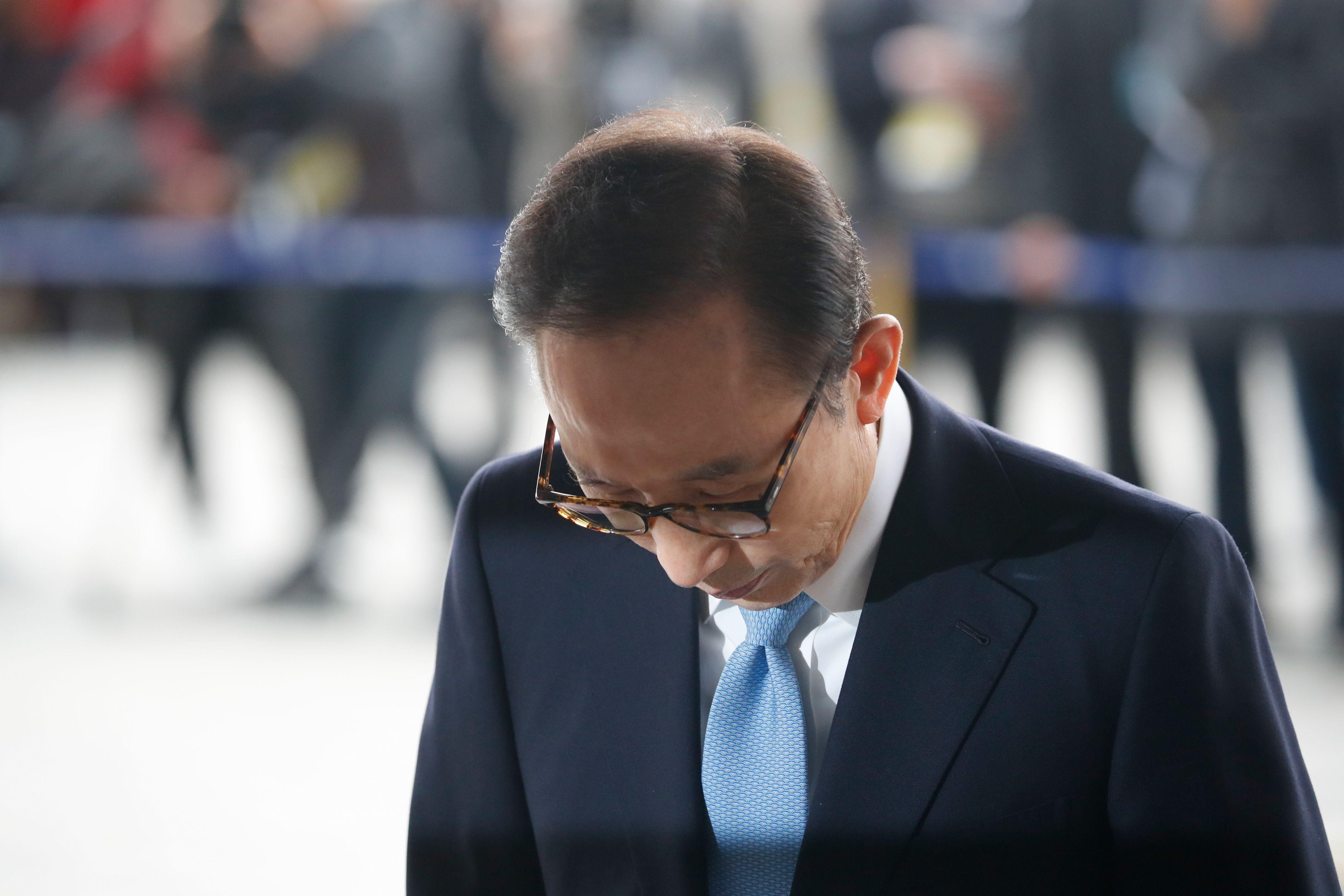 رئيس كوريا الجنوبية السابق يخضع للاستجواب