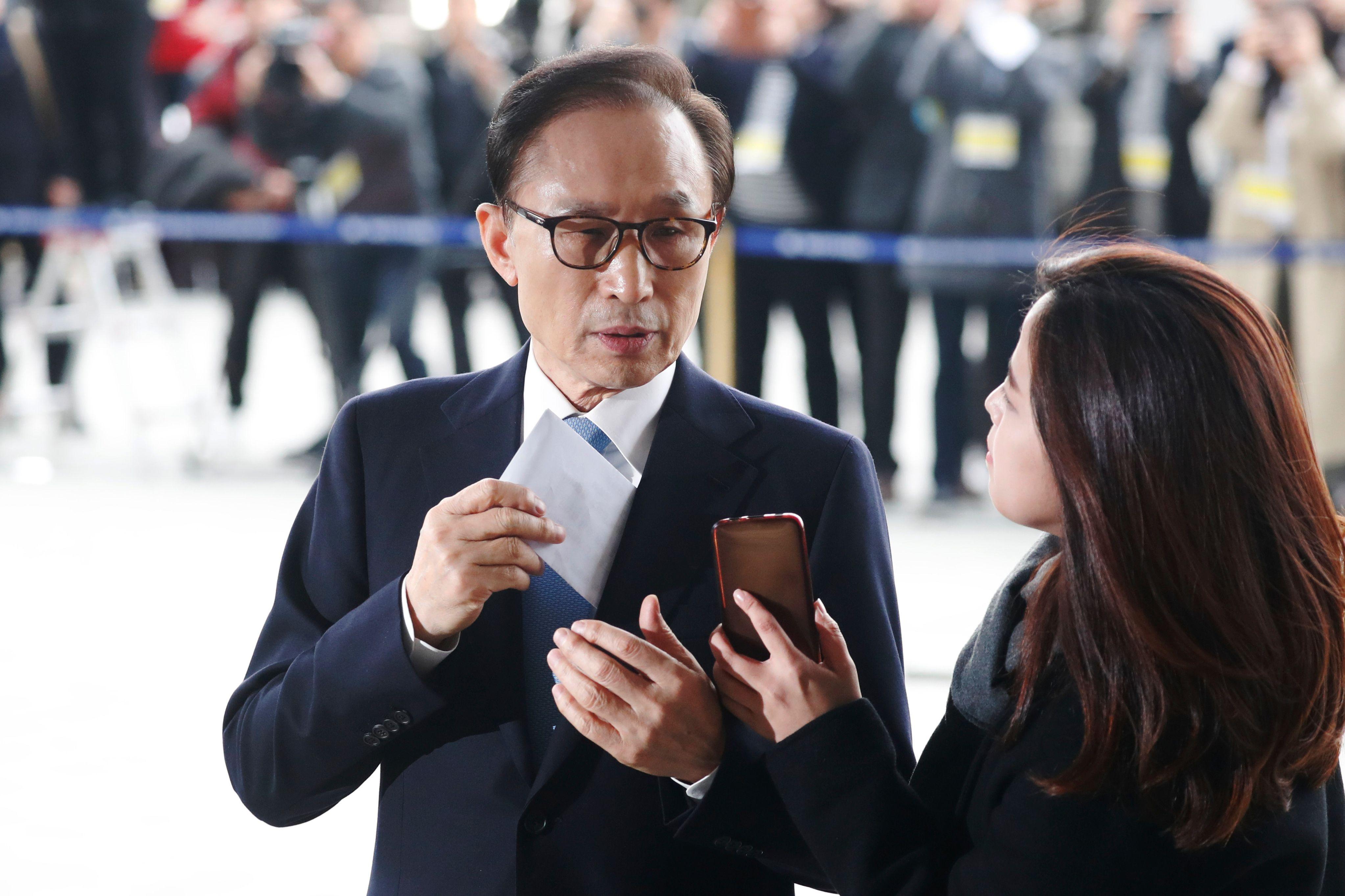 رئيس كوريا الجنوبية السابق يدلى بتصريح قبل استجوابه