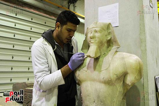 خلال-ترمميم-القطع-الأثرية-بالمتحف-المصرى-الكبير-(12)