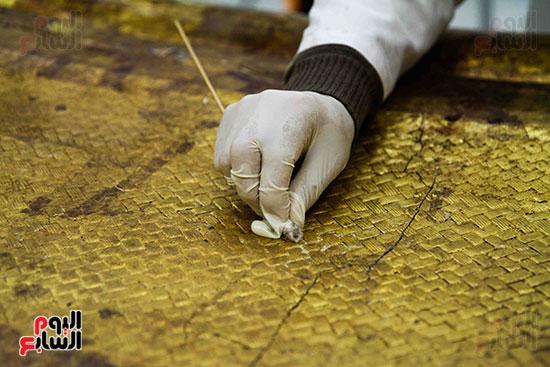 خلال-ترمميم-القطع-الأثرية-بالمتحف-المصرى-الكبير-(7)