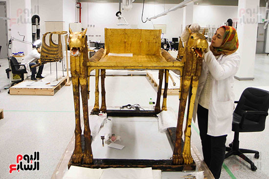خلال-ترمميم-القطع-الأثرية-بالمتحف-المصرى-الكبير-(9)
