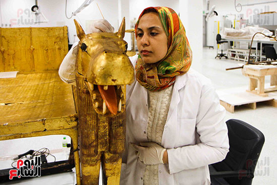 خلال-ترمميم-القطع-الأثرية-بالمتحف-المصرى-الكبير-(8)