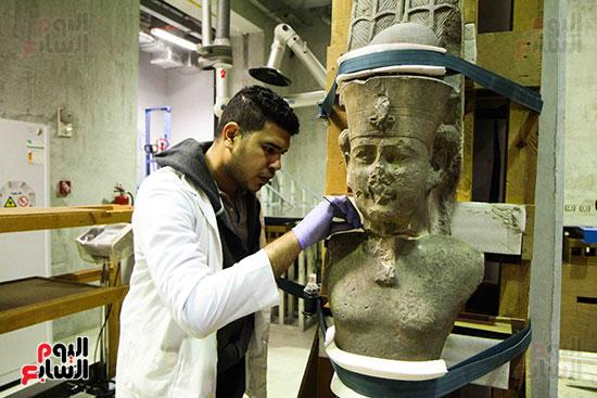 خلال-ترمميم-القطع-الأثرية-بالمتحف-المصرى-الكبير-(13)