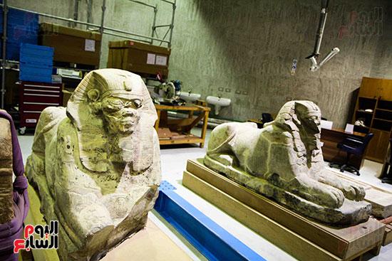 القطع-الأثرية-بمعامل-الترميم-(12)