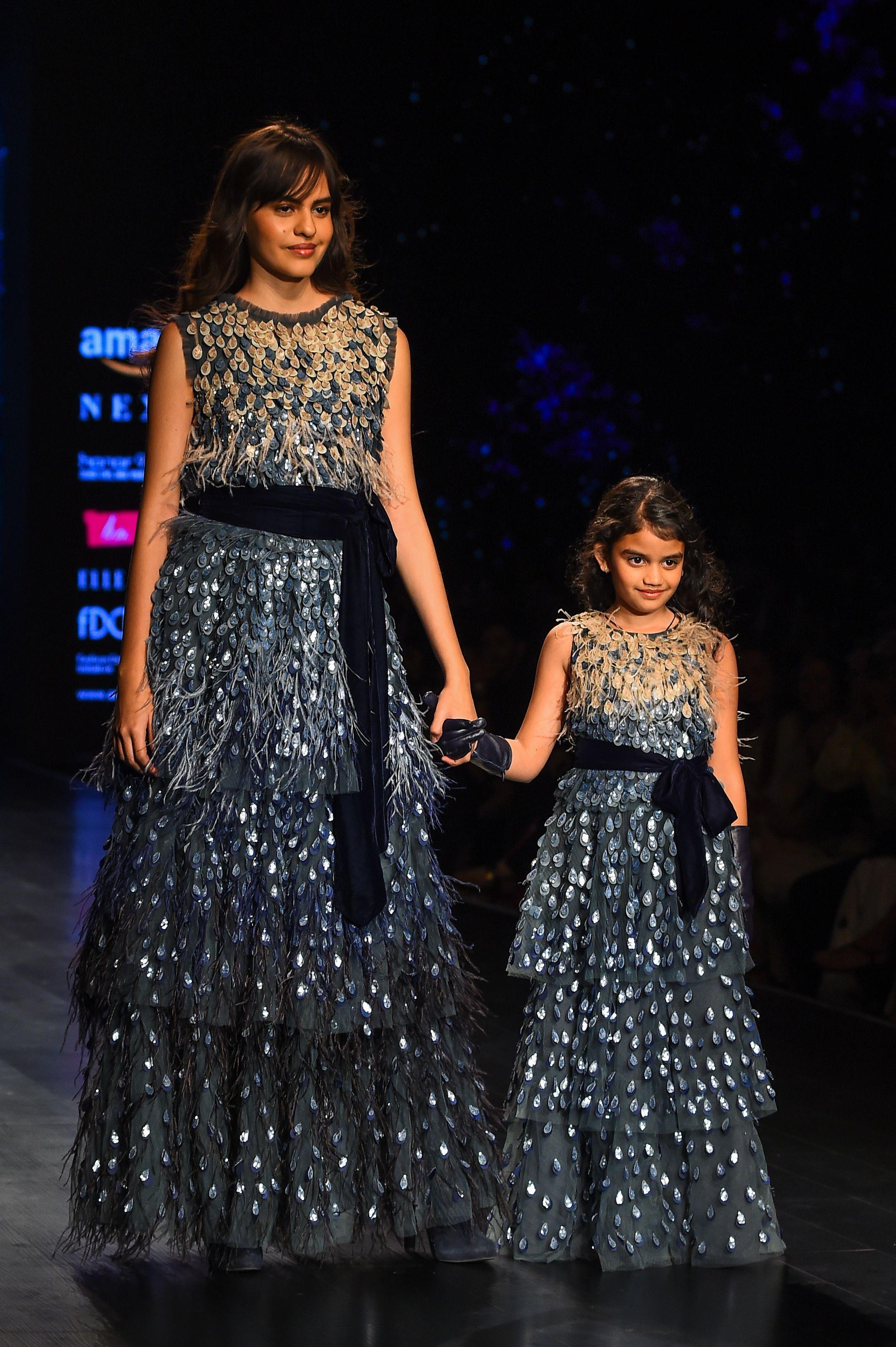 فستان مماثل لأم وطفلتها