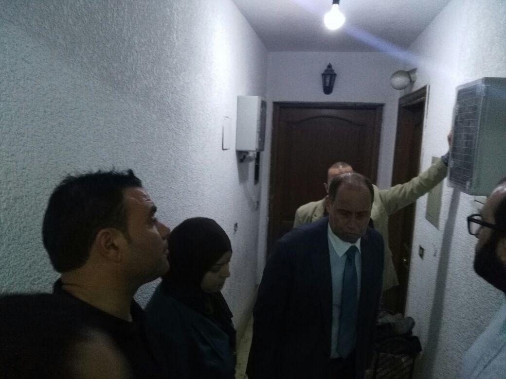 رئيس كهرباء شمال القاهرة يتفقد تركيب العدادات الذكية