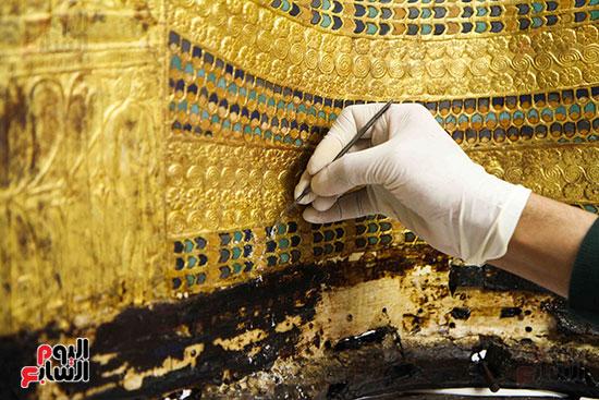 القطع-الأثرية-بمعامل-الترميم-(2)