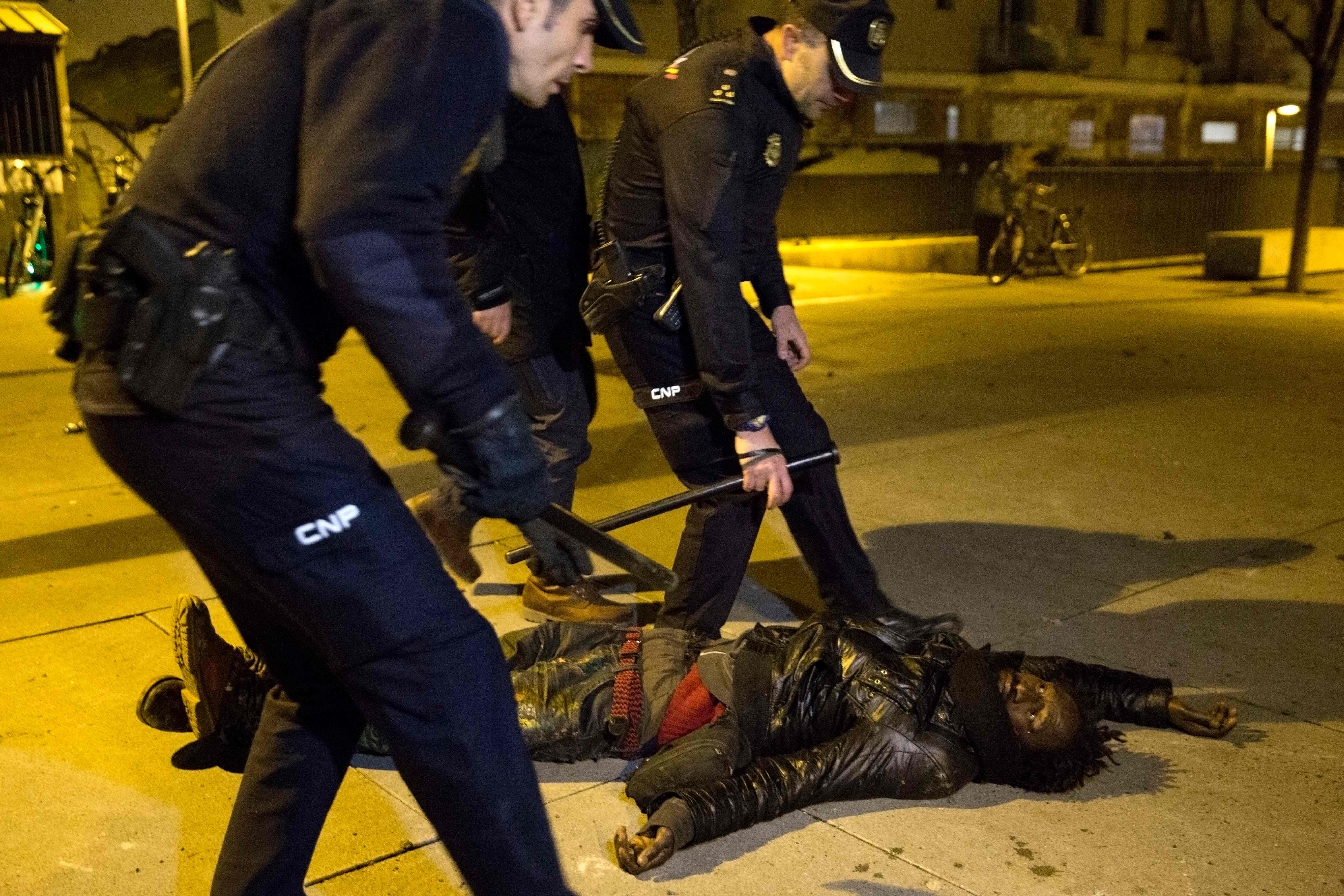 وفاة أحد المهاجرين يشعل المواجهات فى مدريد