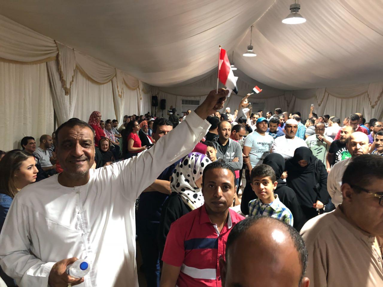 المصريون يواصلون التوافد للإدلاء بأصواتهم فى الإمارات