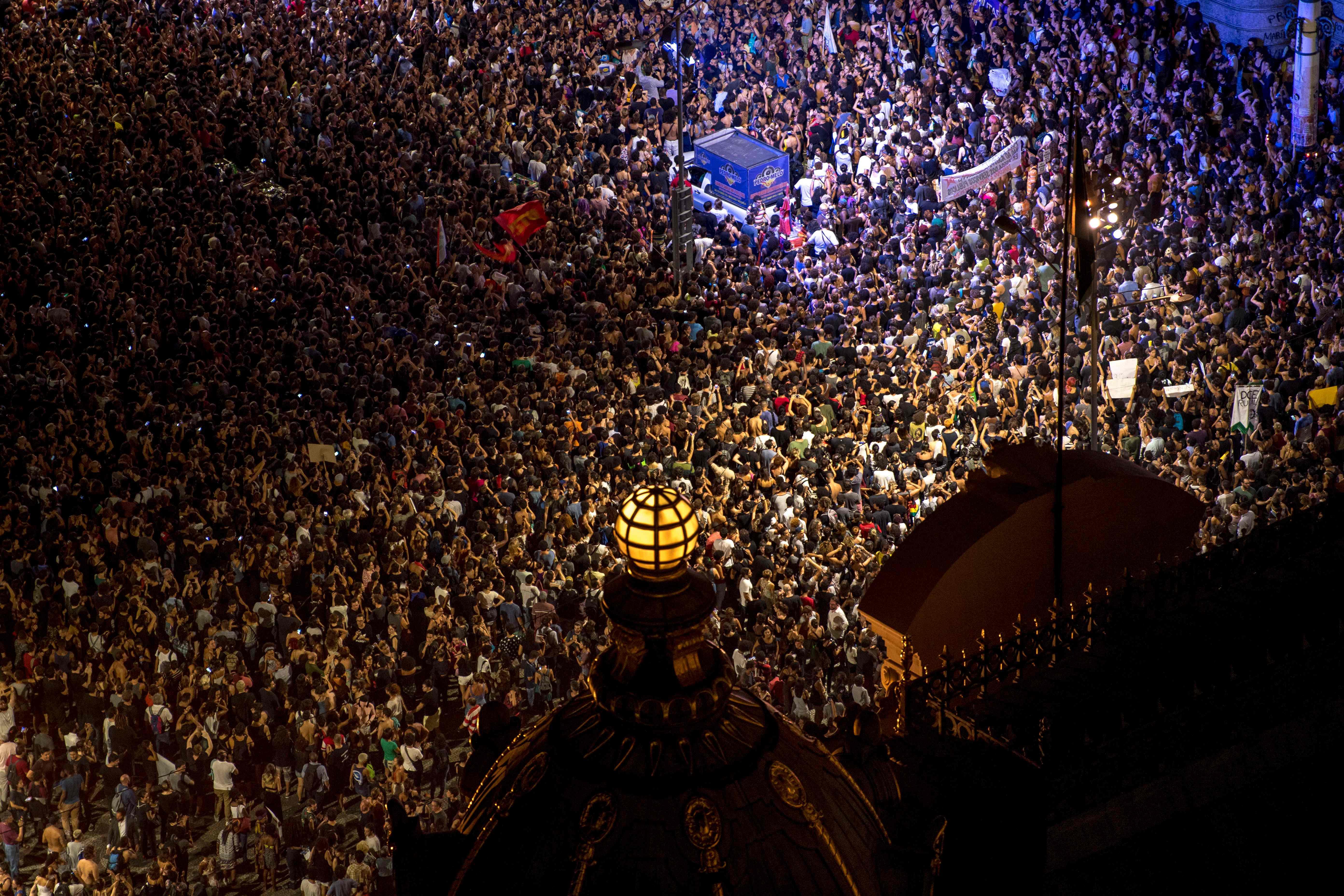 الألاف فى شوارع البرازيل احتجاجا على اغتيال ناشطة