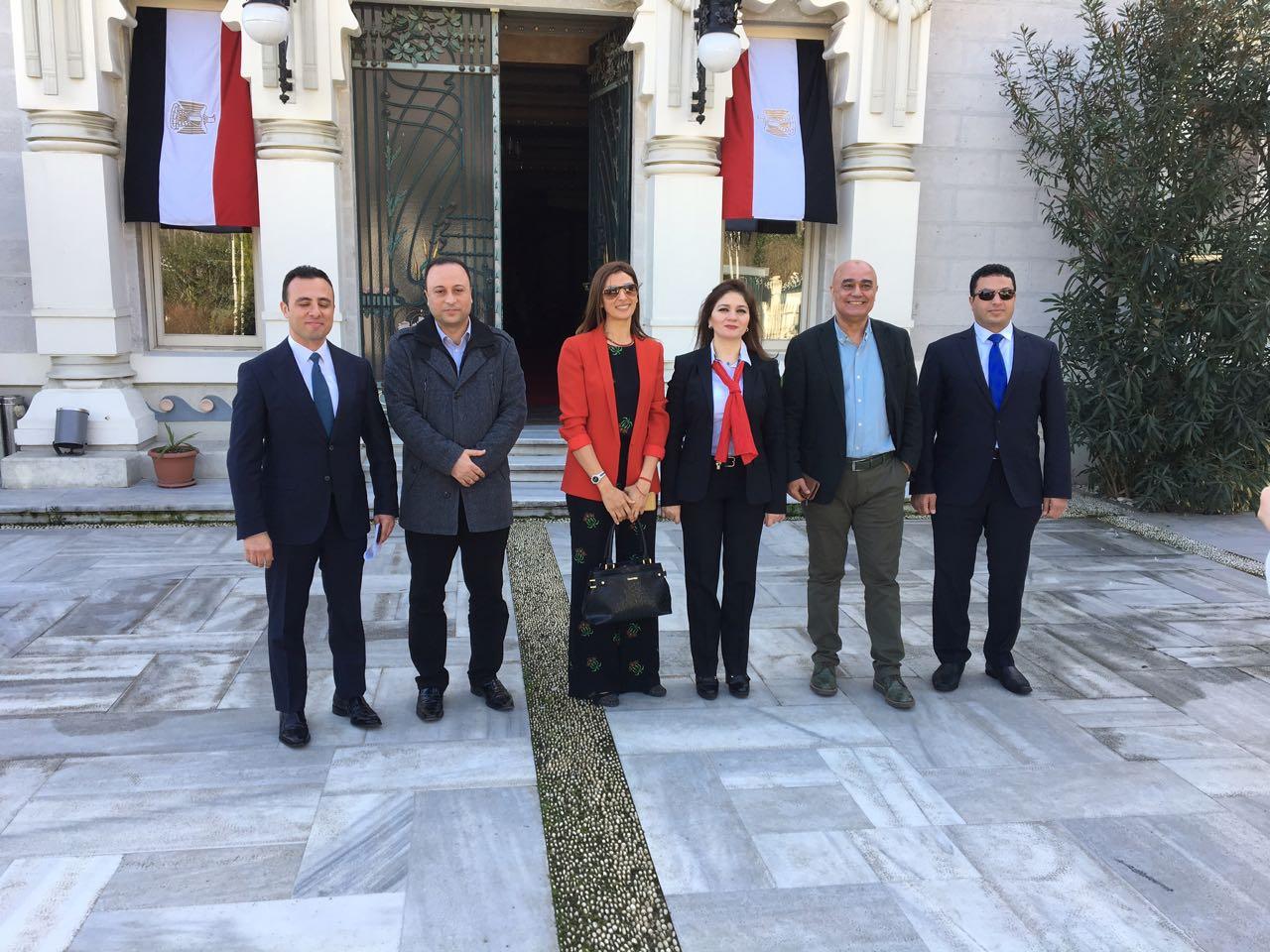 طاقم القنصلية برئاسة القنصل العام فى اسطنبول
