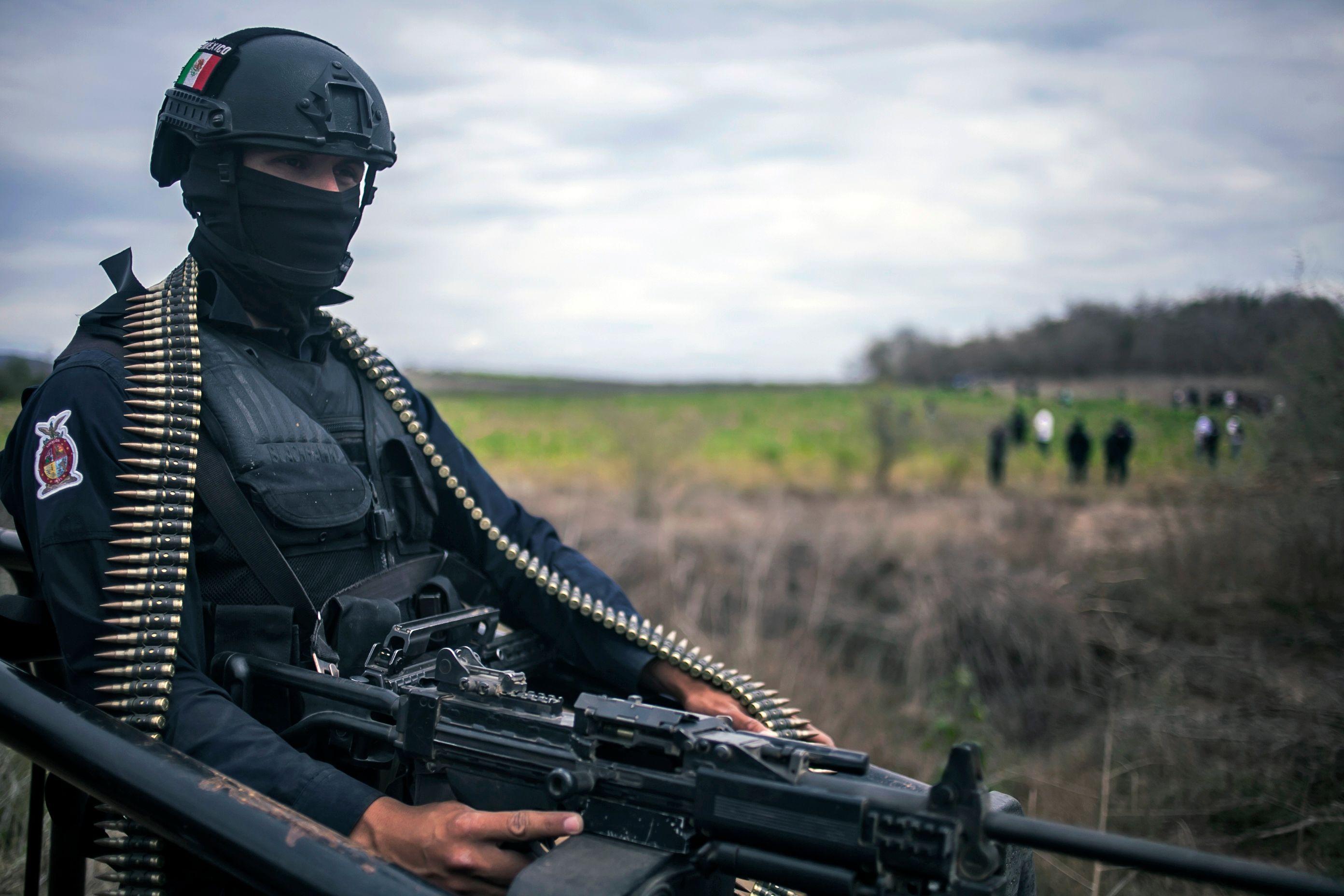 أحد عناصر الشرطة المكسيكية