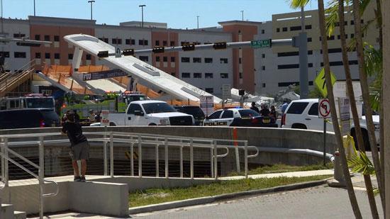 انهيار جسر أمام جامعة فلوريدا
