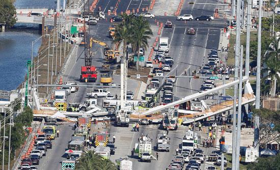 جانب من حادث انهيار جسر