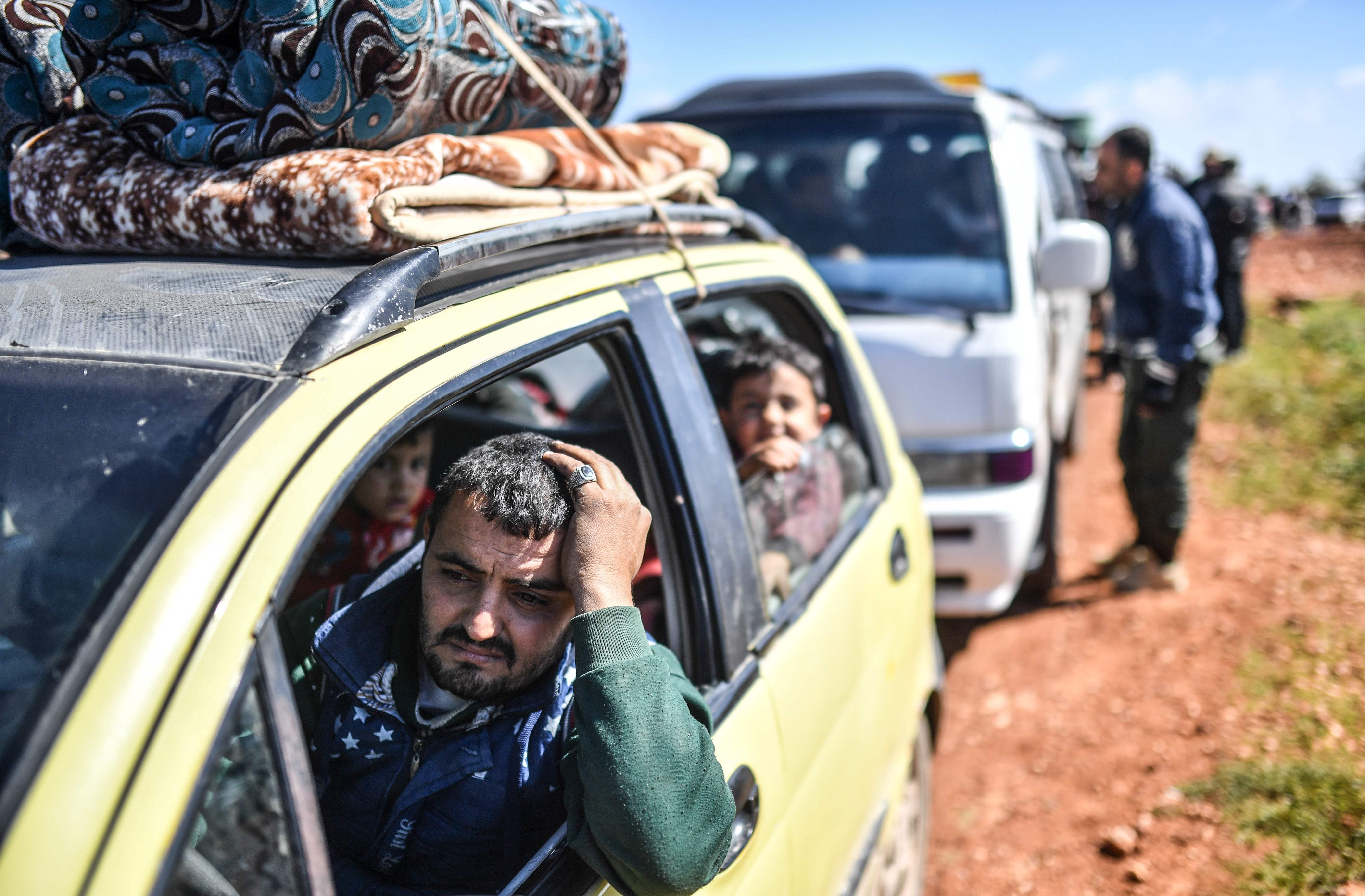 جانب من الفرار الجماعى لأهالى عفرين السورية