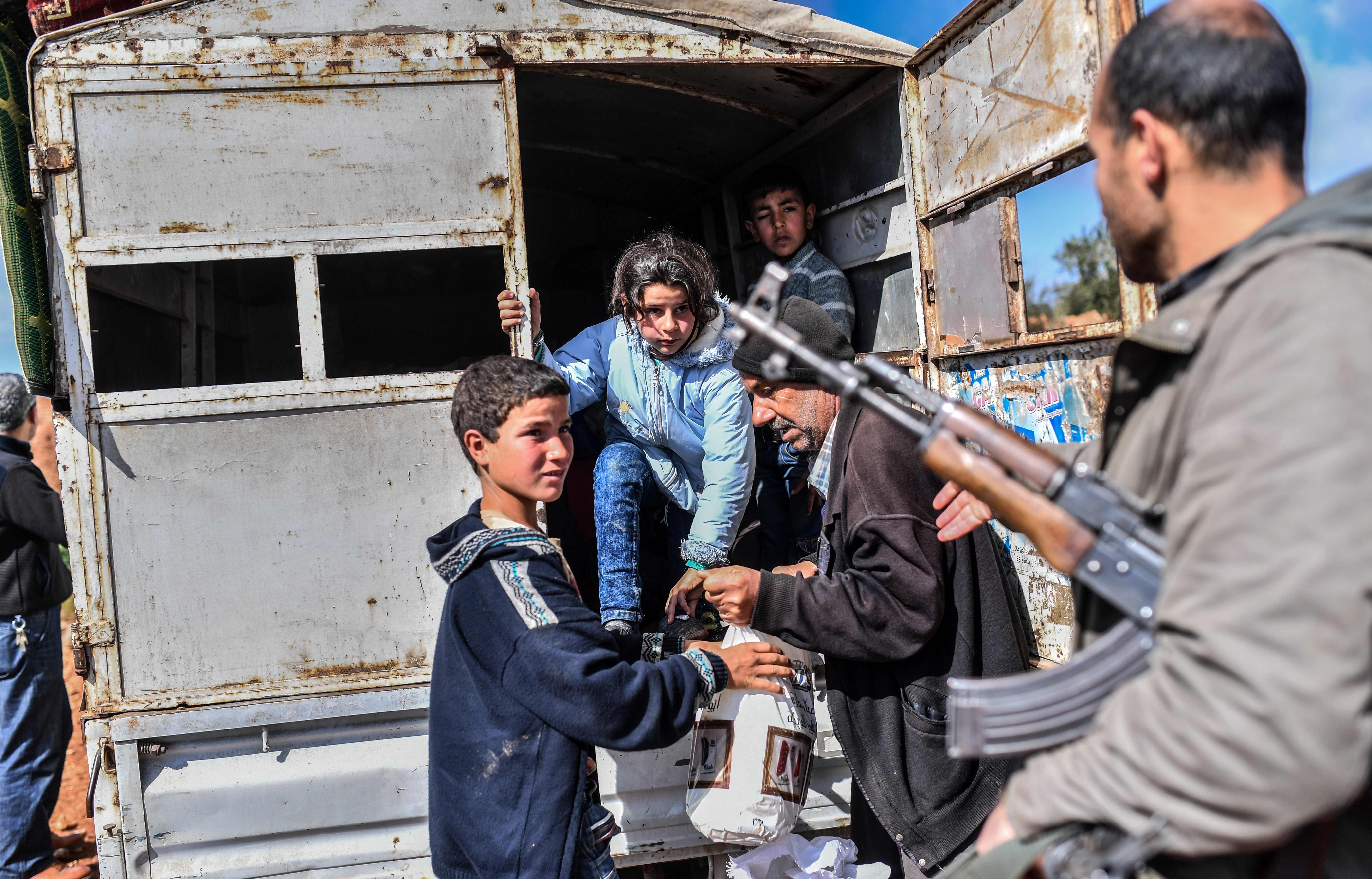خروج أهالى عفرين من سوريا