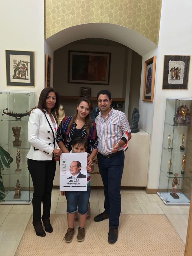 توافد أبناء الجالية المصرية بأستراليا للمشاركة بالانتخابات  (3)