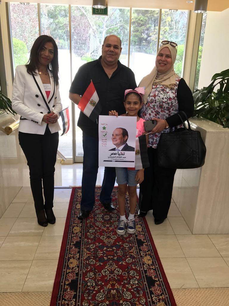 توافد أبناء الجالية المصرية بأستراليا للمشاركة بالانتخابات  (9)