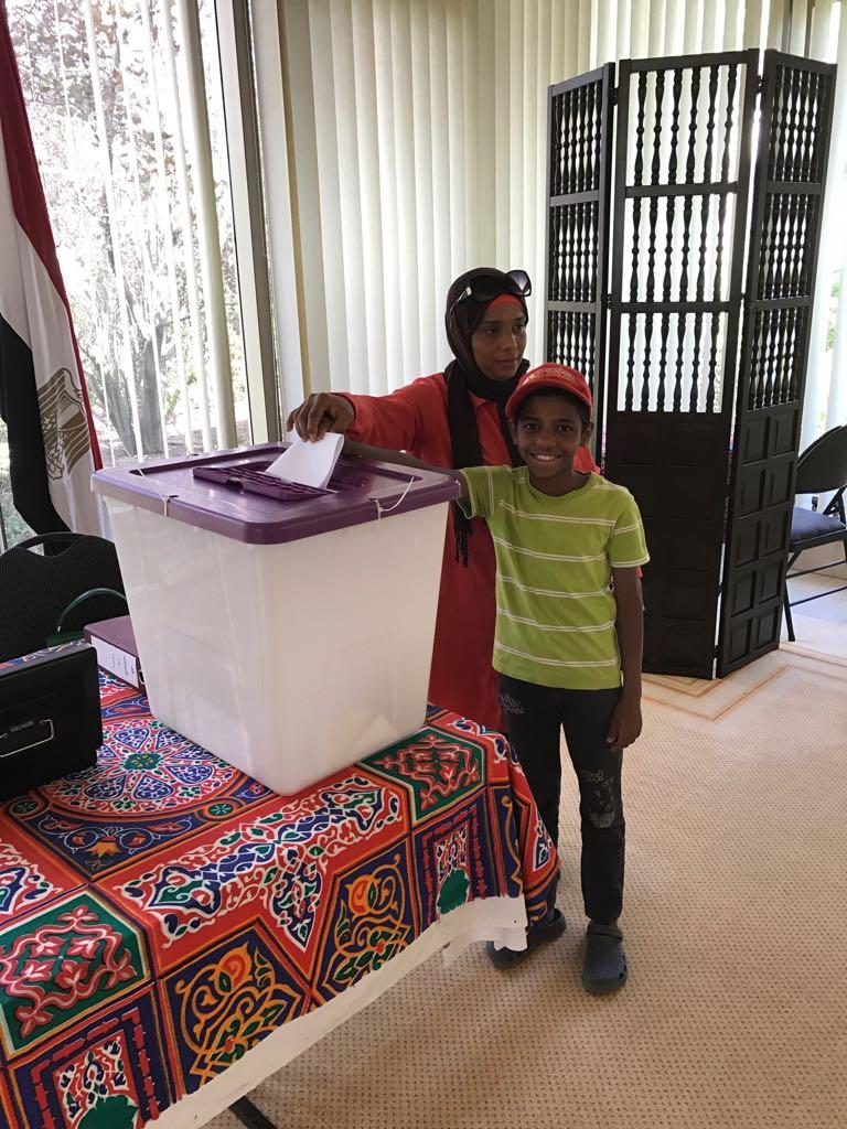 توافد أبناء الجالية المصرية بأستراليا للمشاركة بالانتخابات  (1)