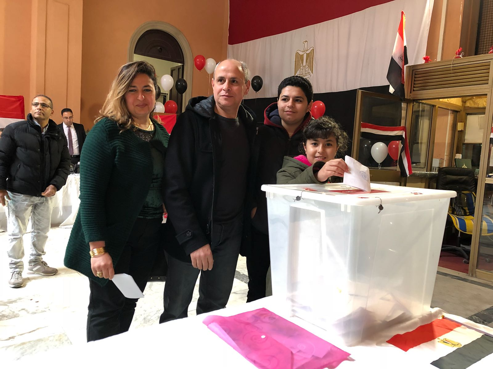 المصريون يدلون بأصواتهم فى الانتخابات الرئاسية
