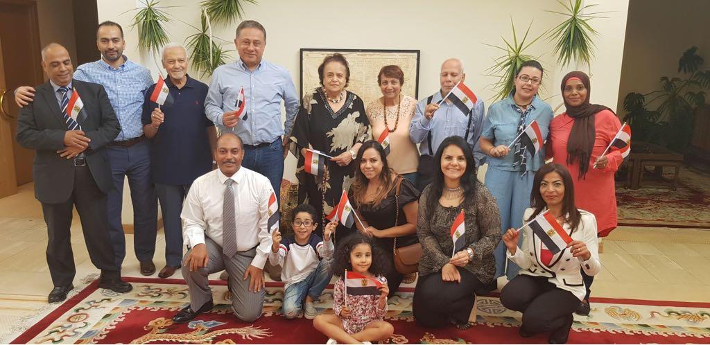 توافد أبناء الجالية المصرية بأستراليا للمشاركة بالانتخابات  (4)