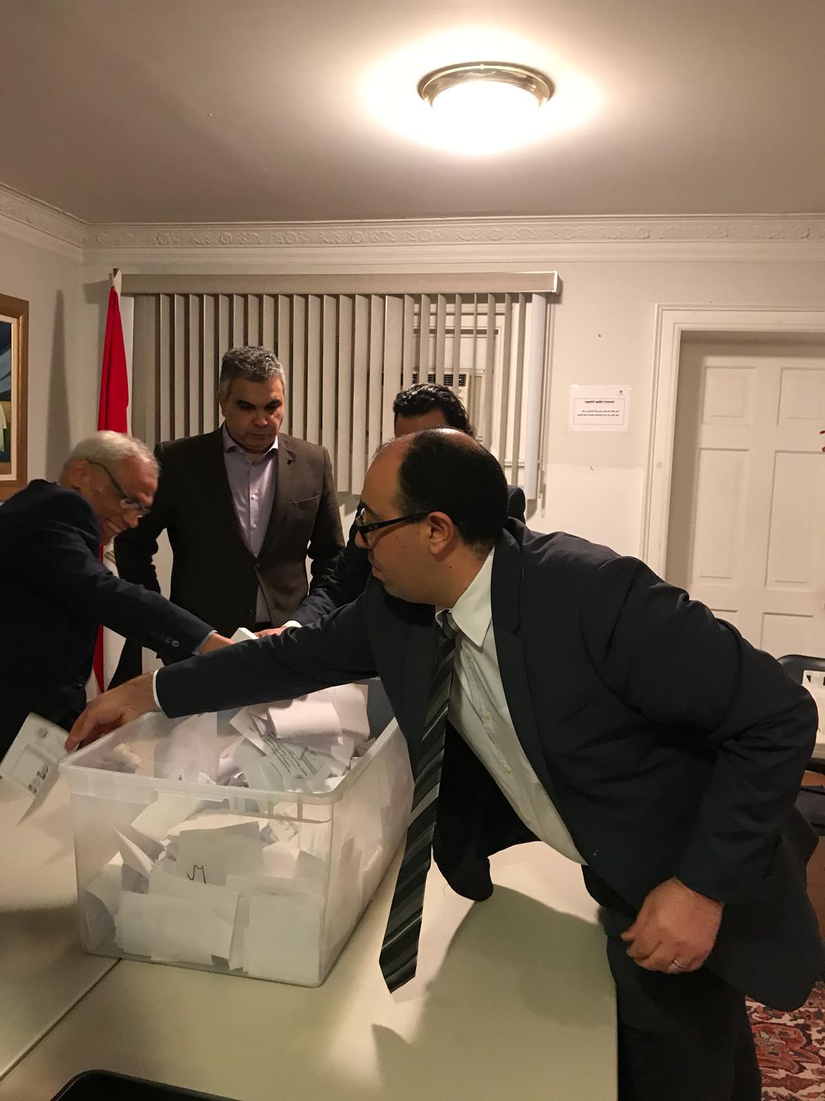 سفارة مصر بكندا تنتهى من فرز أصوات الناخبين 150365-%D8%AE%D9%84%D8%A7%D9%84-%D8%B9%D9%85%D9%84%D9%8A%D8%A9-%D9%81%D8%B1%D8%B2-%D8%A7%D9%84%D8%A7%D8%B5%D9%88%D8%A7%D8%AA