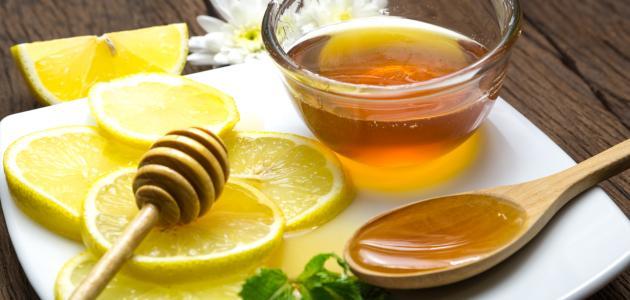 عسل وليمون لعلاج الزكام