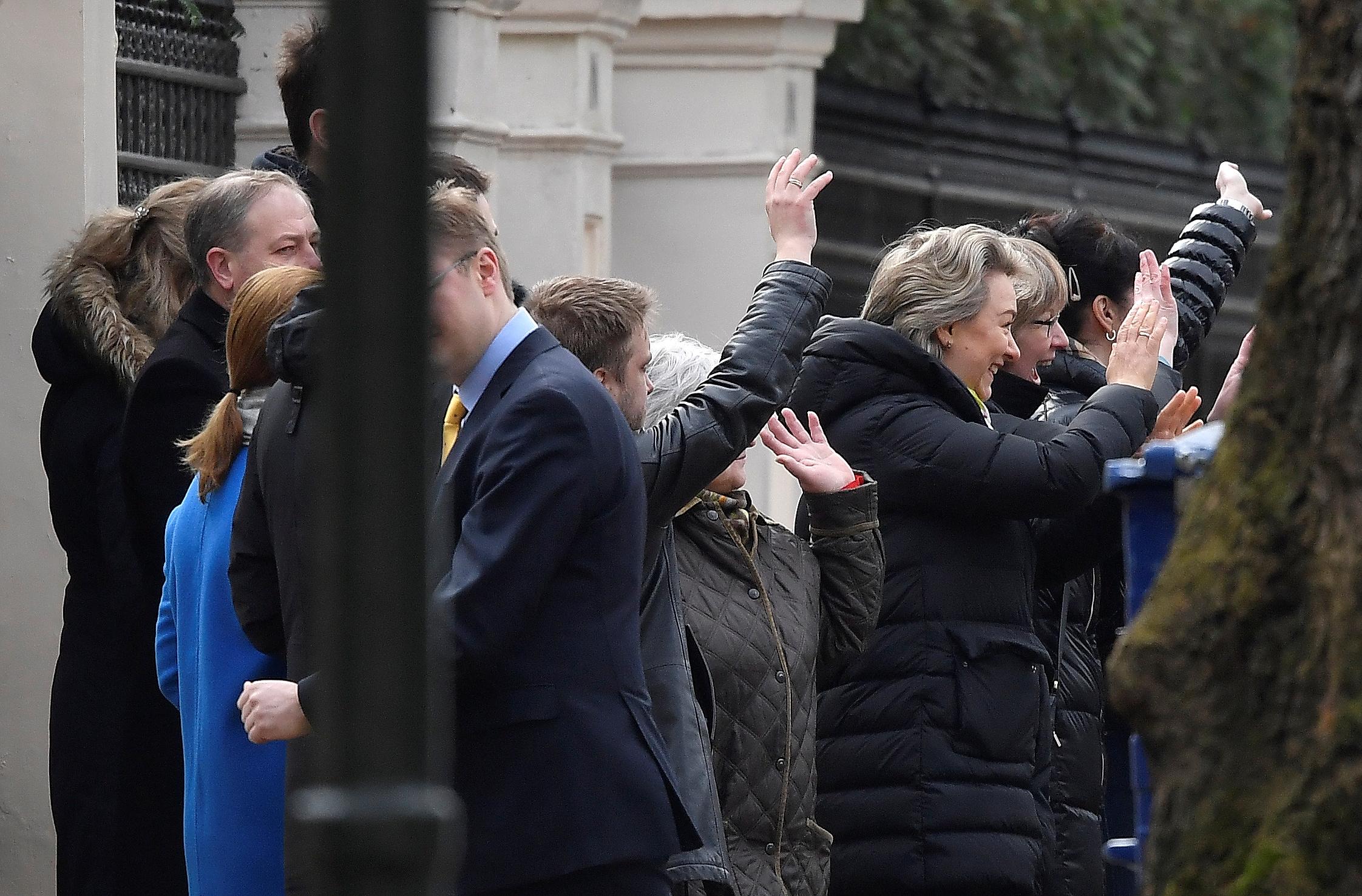 توديع الدبلوماسيين الروس