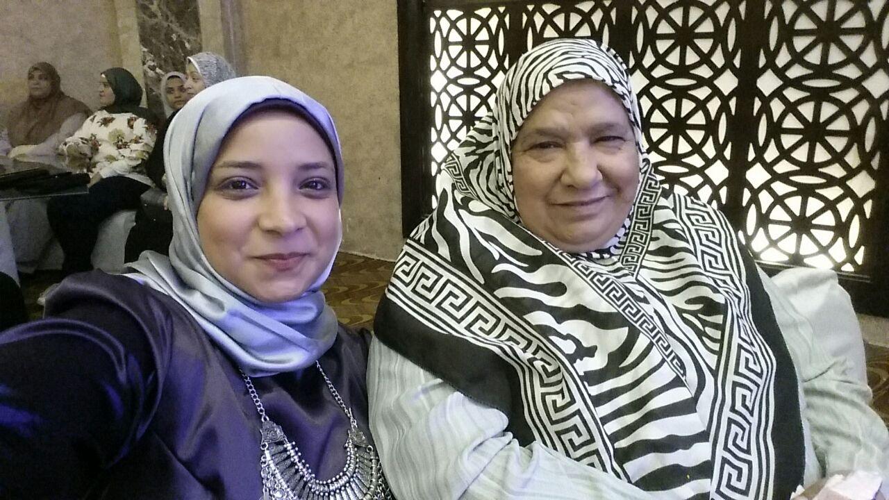 4- الام المثالية مع ابنتها