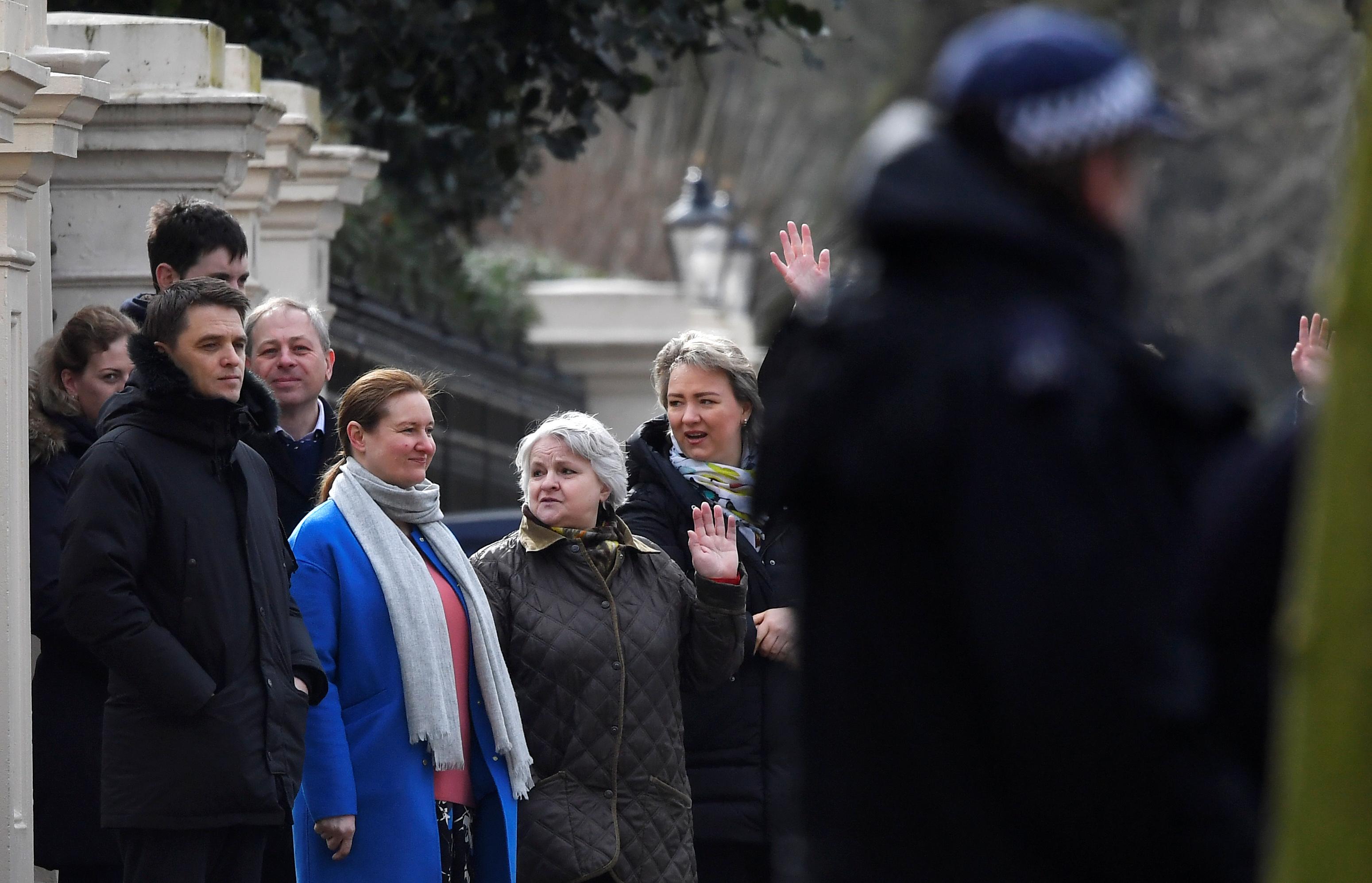 خروج الدبلوماسيين الروس من بريطانيا