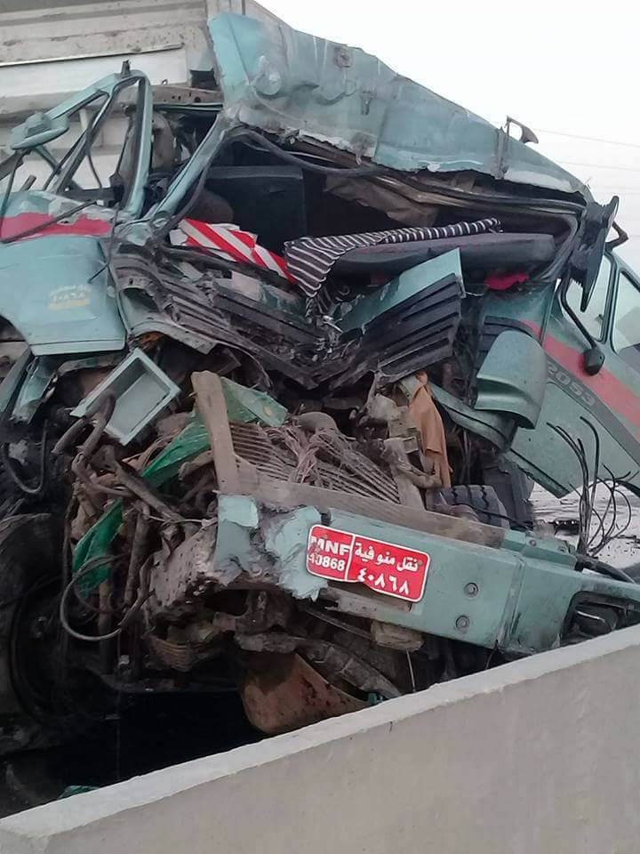 7fee110a5 أخر كلام | صور.. مصرع شخص وإصابة اثنين آخرين فى انقلاب سيارة نقل بالسويس