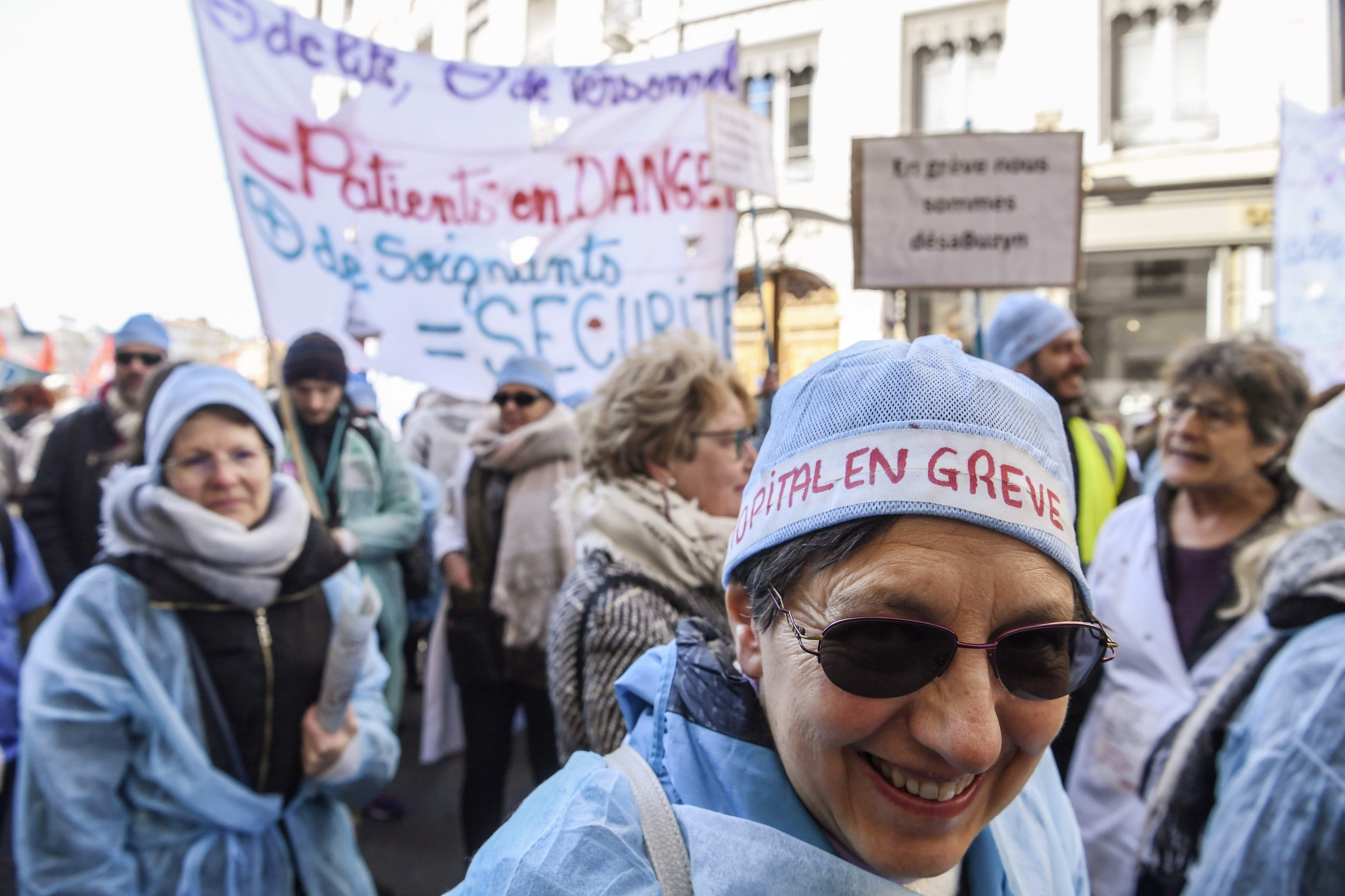 جانب من الاحتجاجات فى فرنسا ضد قرارات ماكرون