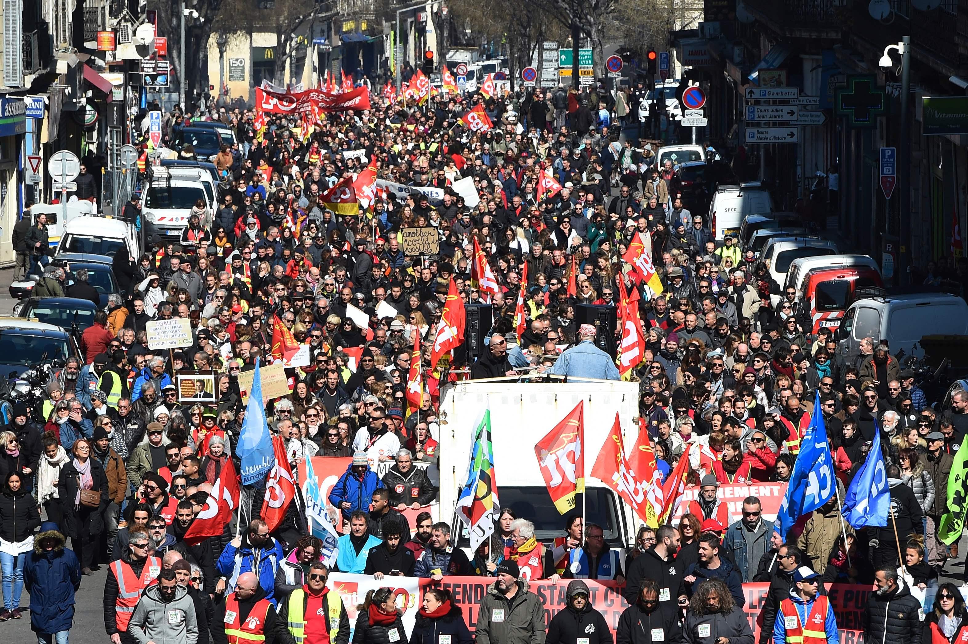 مظاهرات حاشدة فى شوارع فرنسا
