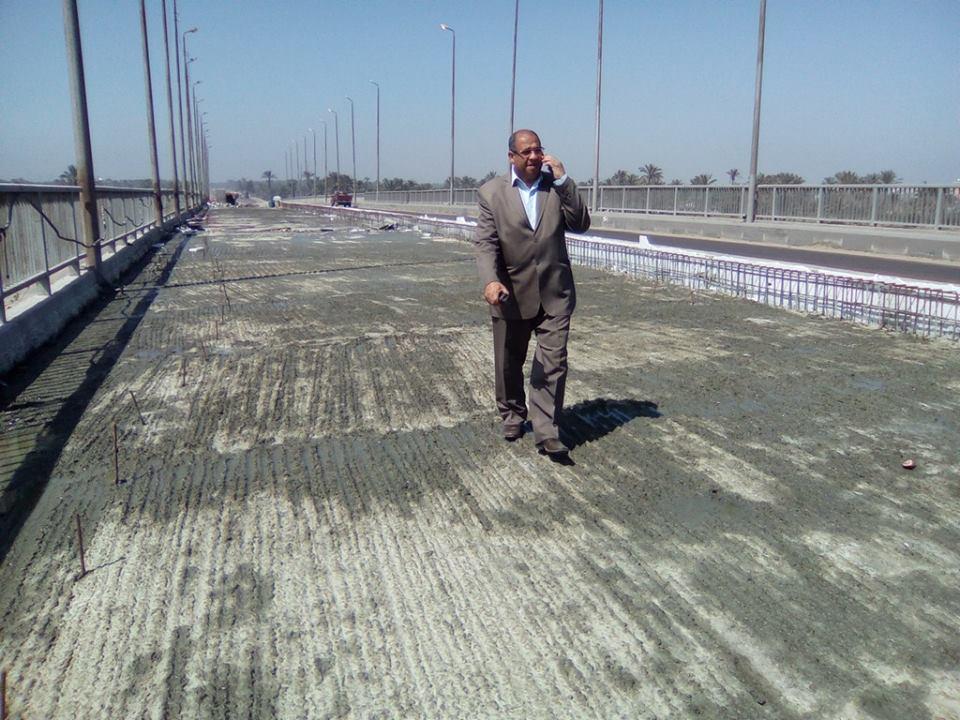 مساعد محافظ كفر الشيخ يتابع الأعمال الجارية لترميم كوبري الحماد