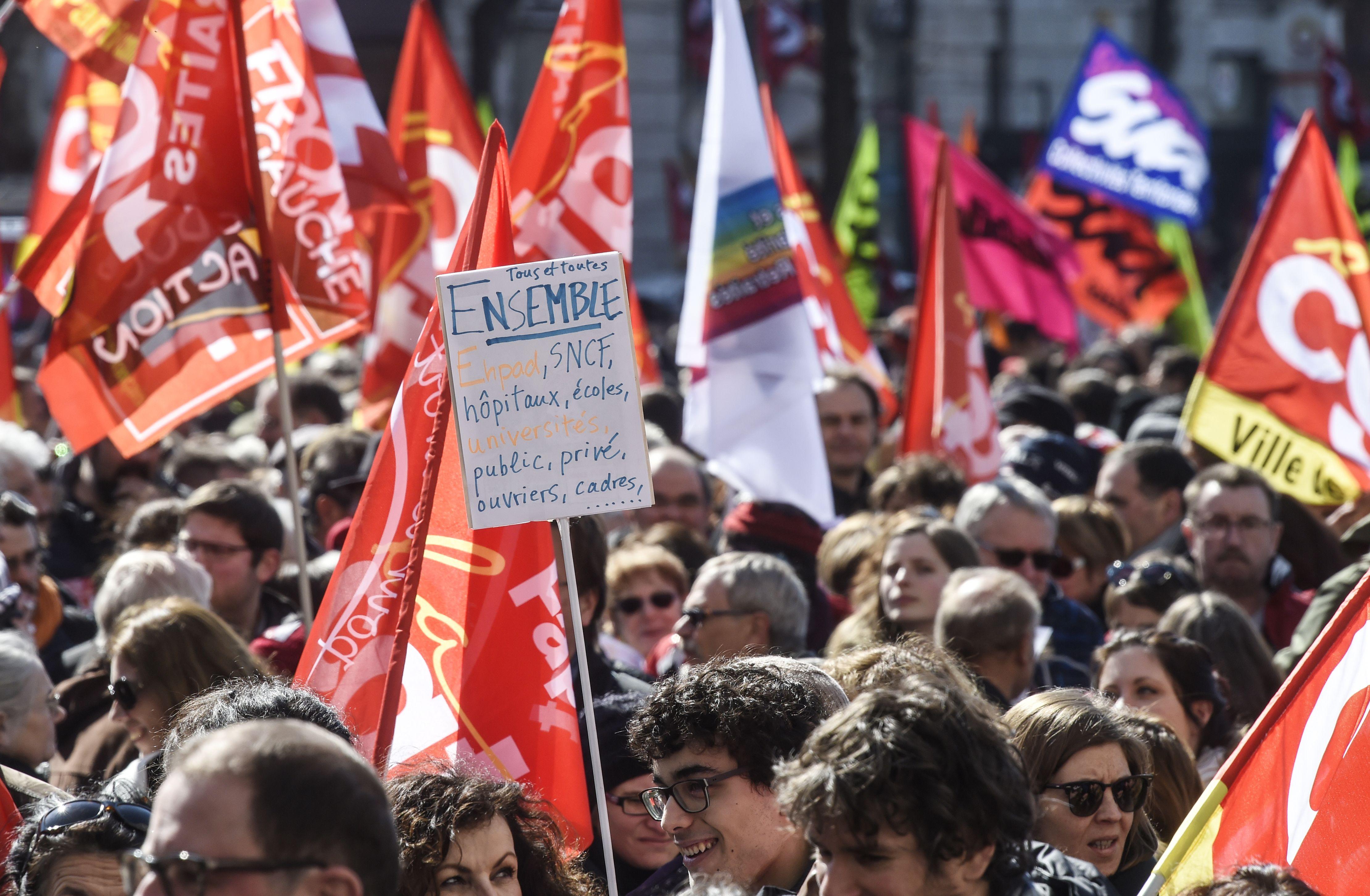 مظاهرات نقابية حاشدة فى باريس