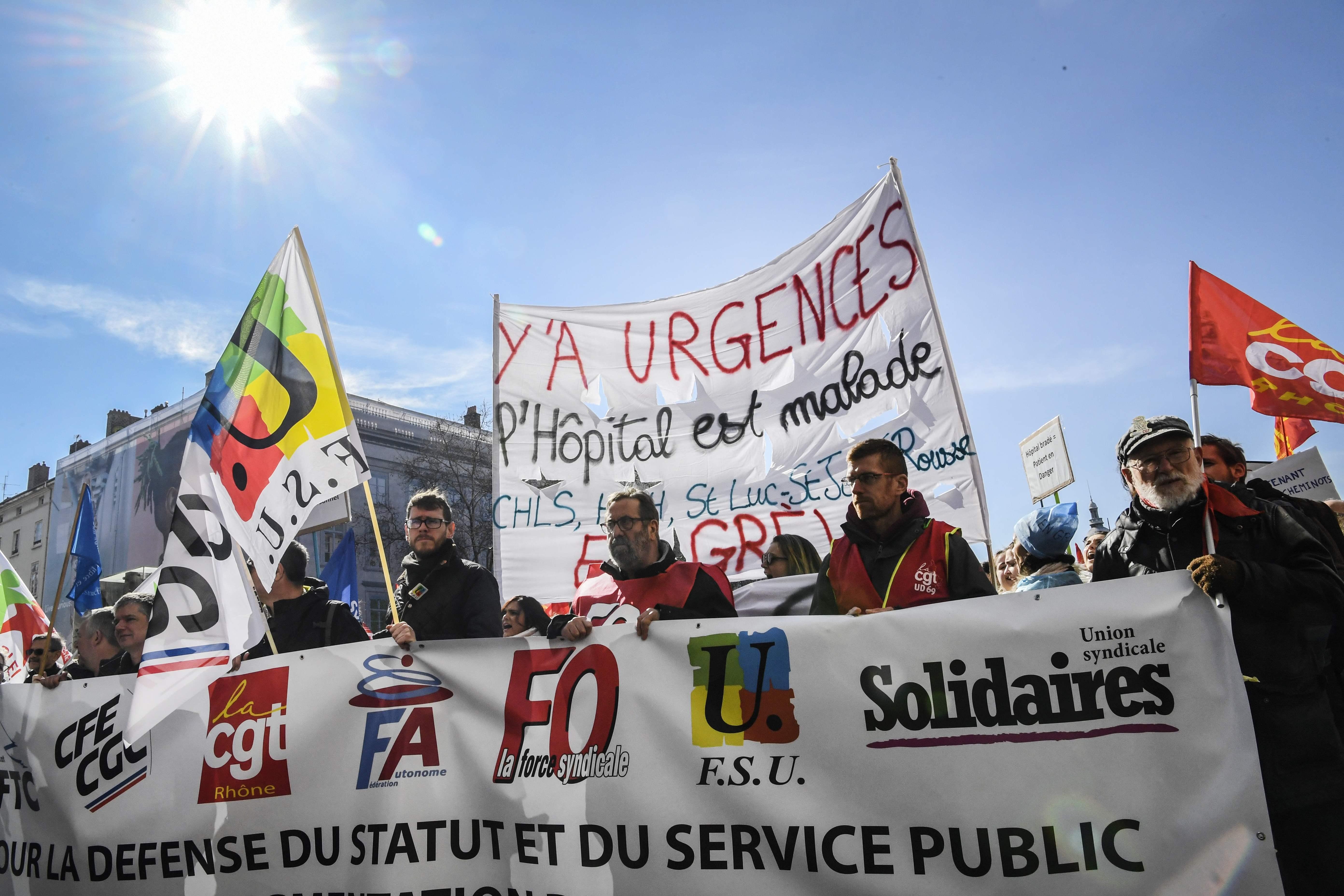 احتجاجات نقابية واسعة بفرنسا