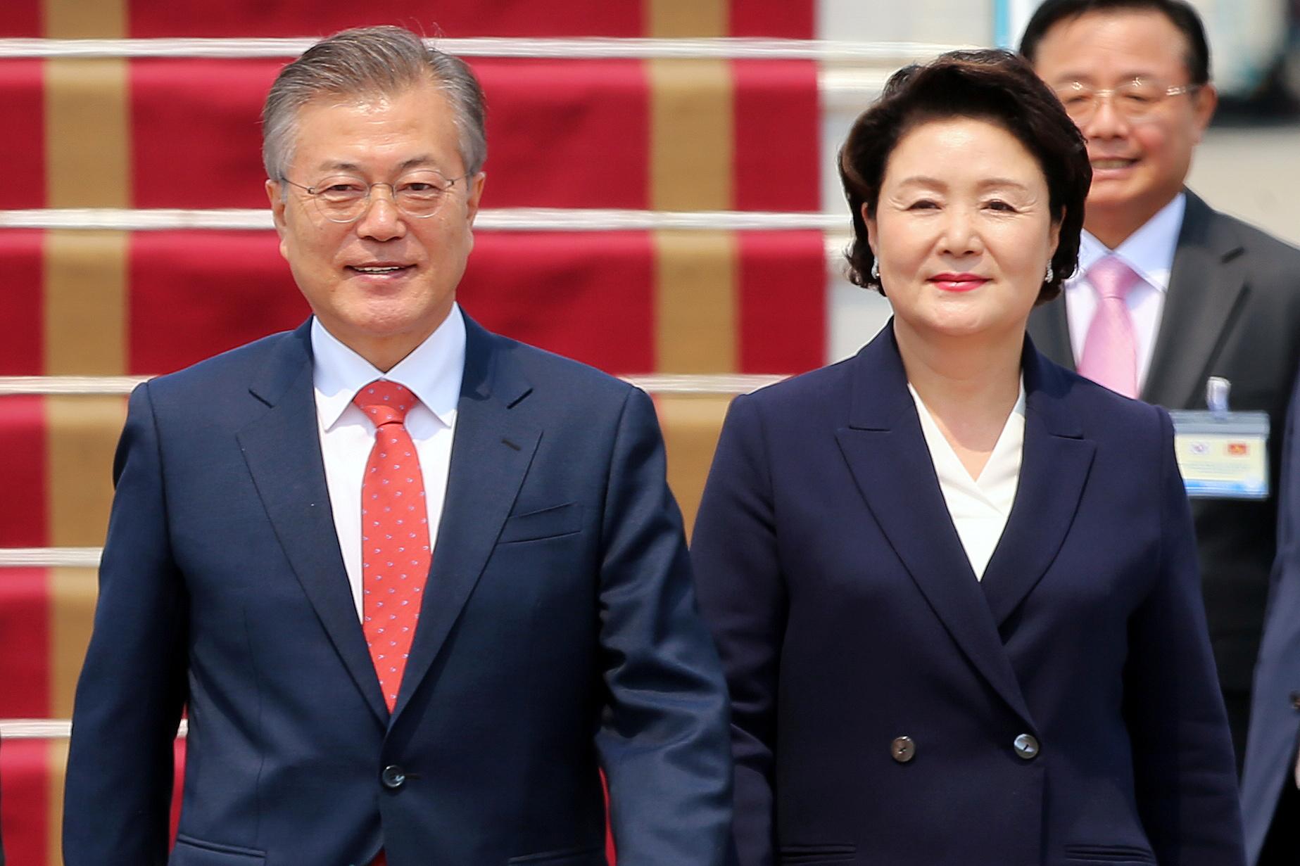 رئيس كوريا الجنوبية مون جاي-إن وزوجته فى فيتنام