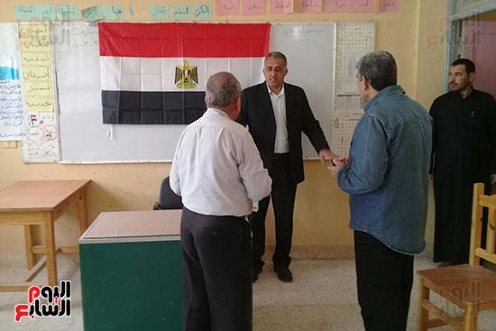 علم مصر يزين لجان الانتخابات قبل انطلاقها الاثنين المقبل