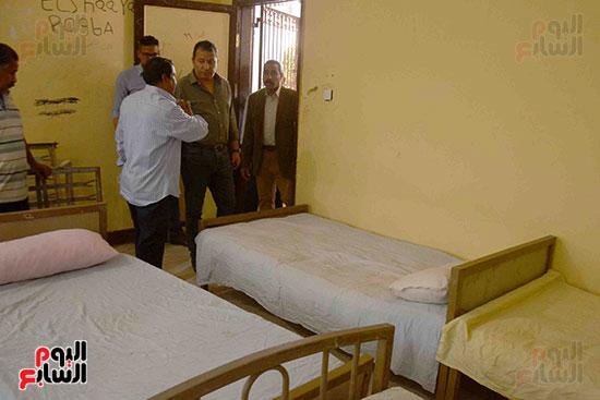 المحافظ يتابع استراحات القضاة ورجال الجيش والشرطة باللجان