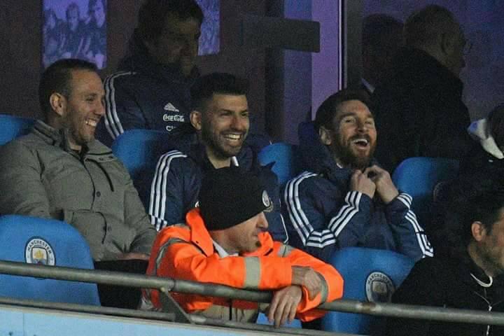 ميسي مع أجويرو على مقاعد بدلاء منتخب الأرجنتين