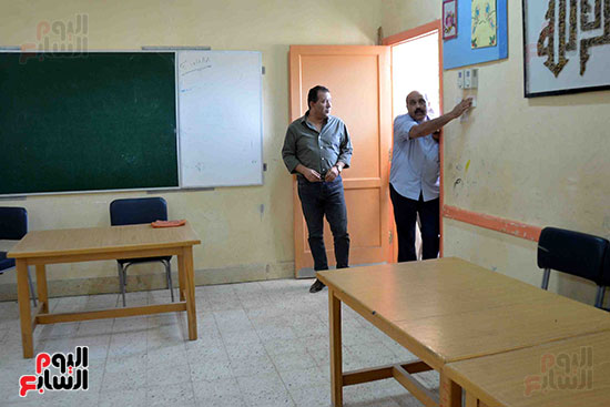 محمد بدر يتفقد اللجان الانتخابية فى الأقصر