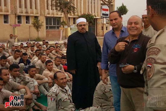 قوات الجيش تبدأ عملها فى تسلم اللجان الانتخابية