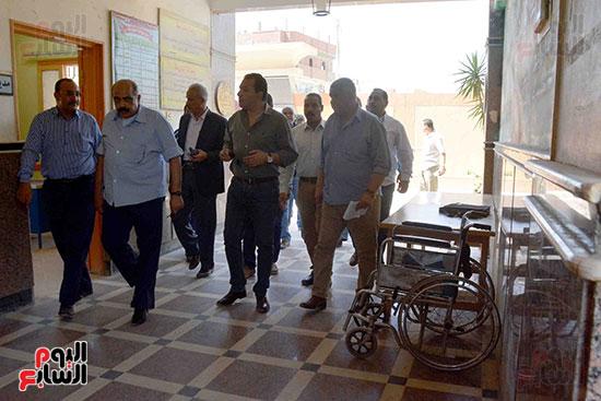 جولات محافظ الاقصر على اللجان الانتخابية