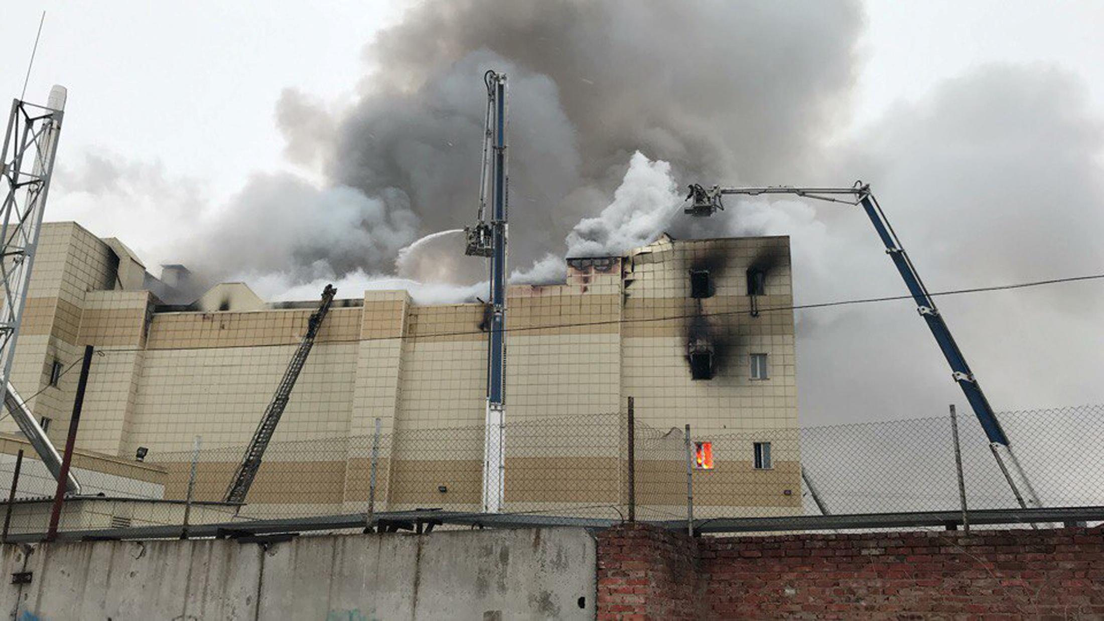 نتيجة بحث الصور عن مصرع 4 أشخاص بينهم 3 أطفال بحريق في روسيا