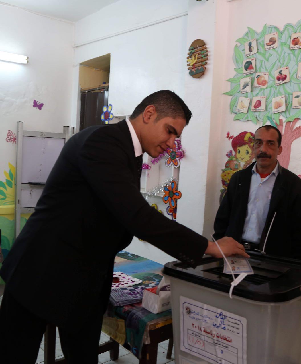 رجل الأعمال أحمد أبو هشيمة يدلى بصوته فى الإنتخابات الرئاسية (1)