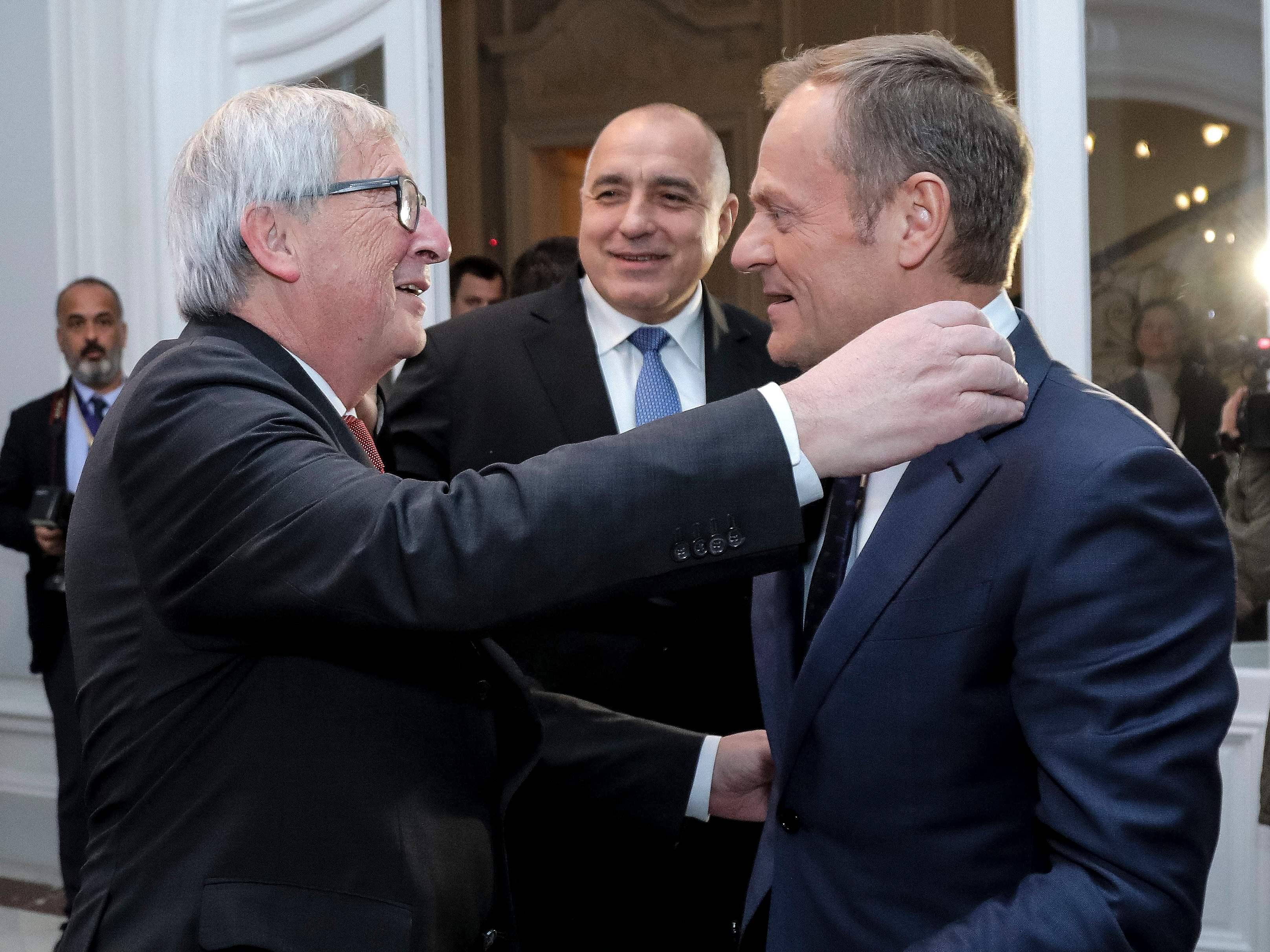 توسك ورئيس المفوضية الأوروبية جان كلود يونكر