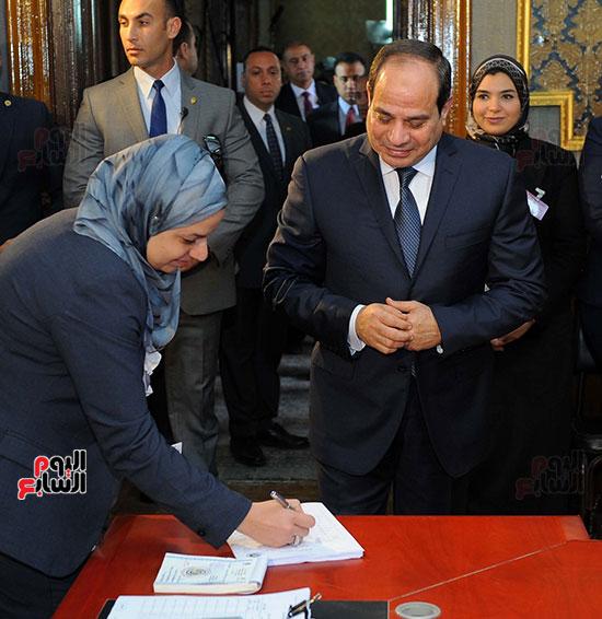 الرئيس السيسي يدلى بصوته (2)